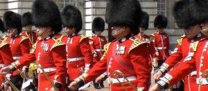 Guarda londinenses en formación.Curso online A1 preparatorio examen oficial de Cambridge