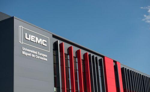 Fachada del edificio de la EUMC