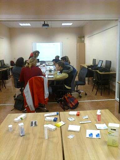 Alumnos en el aula taller
