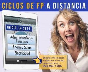 Imagen de una chica con gesto triunfal y un ipad mini.Ciclos FP a distancia.Sorteo iPad mini